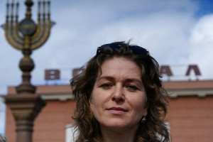 """Elena Sarashevskaya, Chefredakteurin des """"Birobidschaner Schtern"""": Selbst nicht jüdisch, hält sie die jüdische Tradition hoch."""